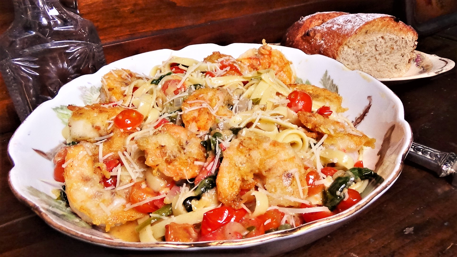 Fettuccini with shrimp, tomatoes and spinach