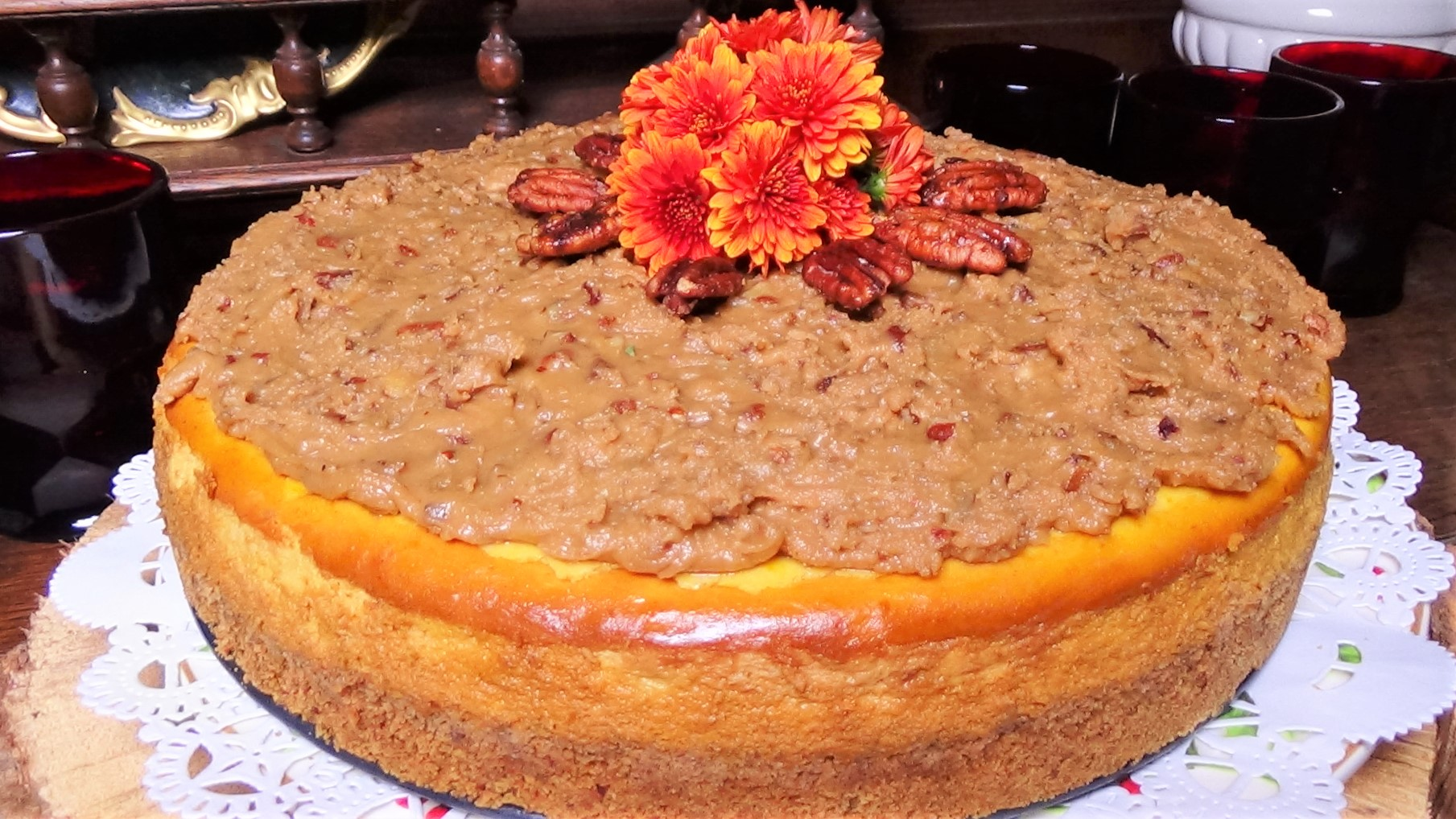 Pumpkin Cheesecake with Praline Topping